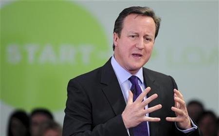 Britain's Prime Minister David Cameron speaks to entrepreneurs at The Media Factory in Preston, northern England January 3, 2013. REUTERS/Martin Rickett/POOL