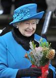 في اليوبيل الماسي.. اللاما وقطعة من أنتاركتيكا من بين الهدايا لملكة بريطانيا