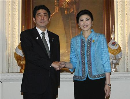 Japan's Prime Minister Shinzo Abe shakes hands with Thailand's Prime Minister Yingluck Shinawatra (R) during his visit to Thailand at the Government House in Bangkok January 17, 2013. REUTERS/Chaiwat Subprasom