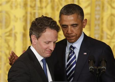 U.S. President Barack Obama (R) stands next to outgoing U.S. Secretary of Treasury Timothy Geithner in the East Room of the White House in Washington, January 10, 2013. REUTERS/Larry Downing