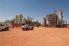 Al menos 22 rehenes extranjeros seguían el viernes en paradero desconocido después de que las fuerzas argelinas irrumpieran en un complejo gasístico en el desierto para liberar a cientos de prisioneros capturados por islamistas, en una operación en la que murieron decenas de rehenes. En esta foto de archivo de 2005, la planta de gas de Amenas en una instantánea proporcionada por Scanpix. REUTERS/Kjetil Alsvik/Statoil via Scanpix