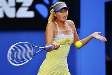 La Russe Maria Sharapova, tête de série numéro 2, s'est qualifiée pour les huitièmes de finale de l'Open d'Australie en infligeant un sévère 6-1 6-3 à l'Américaine Venus Williams (n°25). /Photo prise le 18 janvier 2013/REUTERS/Toby Melville