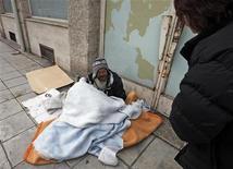 Le Samu social de Metz, chargé de gérer les hébergements d'urgence, attribue en priorité les places disponibles aux Français et aux demandeurs d'asile, a indiqué la préfecture de Moselle, confirmant la teneur d'un reportage diffusé par RTL. /Photo d'archives/REUTERS/Eric Gaillard
