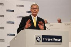 Gerhard Cromme, chairman of the supervisory board of German steelmaker ThyssenKrupp AG, addresses the company's annual shareholders meeting in Bochum January 18, 2013. REUTERS/Ina Fassbender