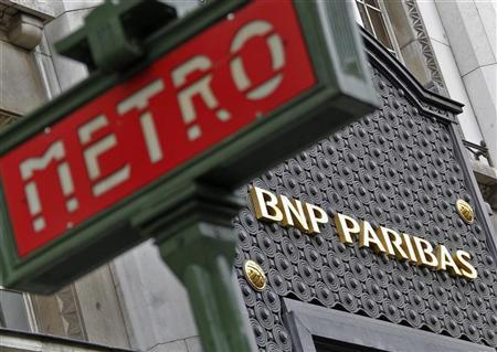 The Paris headquarters of the BNP Paribas bank is seen near a Paris Metro sign, April 26, 2012. REUTERS/Mal Langsdon