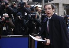 Portugal está cerca de superar su emergencia financiera y volver a los mercados de bonos tras el programa de austeridad que ha acompañado al rescate internacional, dijo el viernes el primer ministro, Pedro Passos Coelho. En la imagen, Pedro Passos Coelho el 14 de diciembre de 2012 en Bruselas. REUTERS/Francois Lenoir