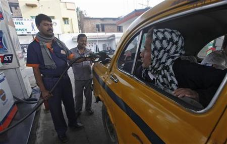 A worker fills diesel in a taxi at a fuel station in Kolkata January 18, 2013. REUTERS/Rupak De Chowdhuri