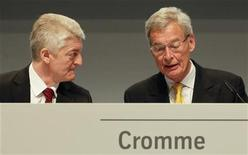 Gerhard Cromme (R), chairman of the supervisory board of German steelmaker ThyssenKrupp AG, and CEO Heinrich Hiesinger speak before the company's annual shareholders meeting in Bochum January 18, 2013. REUTERS/Wolfgang Rattay (GERMANY - Tags: BUSINESS)