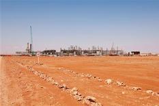 Imagen de archivo de una planta de gas de Statoil en Amenas, Argelia, abr 19 2005. Veinticinco extranjeros escaparon y seis murieron el jueves cuando las fuerzas de Argelia lanzaron una operación para liberarlos de secuestradores en una remota planta de gas situada en el desierto, dijeron fuentes argelinas, en medio de la mayor crisis internacional de rehenes registrada en décadas. REUTERS/Kjetil Alsvik/Statoil via Scanpix Imagen para uso no comercial, ni ventas, ni archivos. Solo para uso editorial. No para su venta en marketing o campañas publicitarias. NOTA DE EDITOR: Reuters no puede confirmar de forma independiente el contenido del video de dónde se extrajo esta imagen.
