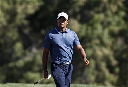 Woods misses cut in bizarre fashion after two-shot penalty