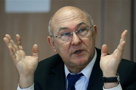 French Labour, Employment and Social Dialogue Minister Michel Sapin speaks during a meeting with journalists at Reuters offices in Paris January 18, 2013. REUTERS/Charles Platiau