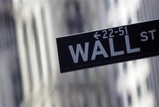 Wall Street a ouvert en baisse vendredi, après avoir atteint la veille plus haut niveau en cinq ans. Après quelques minutes de cotation, l'indice Dow Jones perdait 0,02%, le Standard & Poor's 500 0,15% et le Nasdaq Composite cédait 0,31%. /Photo d'archives/REUTERS/Eric Thayer