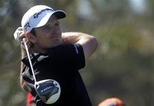 Justin Rose of England watches his shot from the ninth tee during the second round of the Abu Dhabi Golf Championship at the Abu Dhabi Golf Club January 18, 2013. REUTERS/Jumana ElHeloueh