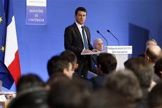Le ministre de l'Intérieur, Manuel Valls, a présenté vendredi un nouveau thermomètre de la délinquance et rompu avec la pratique de ses prédécesseurs consistant à dévoiler un chiffre unique de la délinquance générale./Photo prise le 18 janvier 2013/REUTERS/Charles Platiau