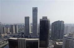 Foto de archivo de unos edificios en el distrito financiero de Pekín, ago 29 2010. La economía de China creció al ritmo más lento en 13 años en el 2012, aunque recibió un impulso fuerte al final del año, apuntalado por el gasto en infraestructura y una mejora del comercio. REUTERS/Jason Lee