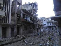 Restos de edificios en el barrio de Al-Khalidiya en Homs, Siria, ene 17 2013. Al menos 12 personas murieron el viernes tras una gran explosión que sacudió un vecindario dominado por el Gobierno sirio en la ciudad de Aleppo, dijo un grupo activista, y los dos bandos en conflicto acusaron a la otra parte de llevar adelante el ataque. REUTERS/Thair Al-Khalidieh/Shaam News Network/Handout Imagen para uso no comercial, ni ventas, ni archivos. Solo para uso editorial. No para su venta en marketing o campañas publicitarias. Esta imagen fue entregada por un tercero y es distribuida, exactamente como fue recibida por Reuters, como un servicio para clientes.