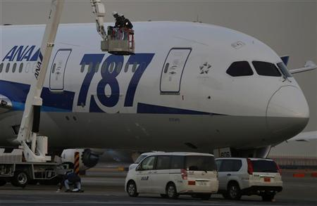 Mechanics of All Nippon Airways (ANA) work beside the company's Boeing Co's 787 Dreamliner plane at Haneda airport in Tokyo January 16, 2013. REUTERS/Toru Hanai