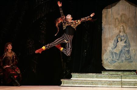 Bolshoi soloist Sergei Filin dances during a performance of Tchaikovsky's ''Swan Lake'' with the State Classic Ballet Theatre of Russia at the Mediterranean Conference Centre in Valletta in this April 19, 2007 file photograph. REUTERS/Darrin Zammit Lupi/Files