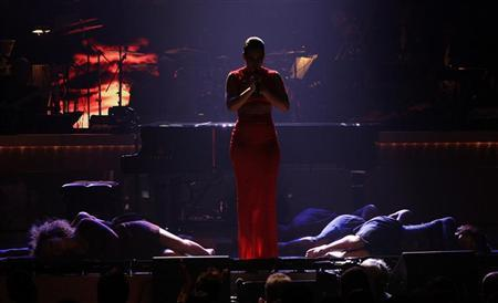 Singer Alicia Keys performs onstage in a tribute to honree Halle Berry (not pictured) at the BET Honors in Washington January 12, 2013. REUTERS/Jonathan Ernst
