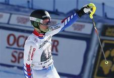 En remportant vendredi le premier super-combiné et la troisième course de Coupe du Monde de sa carrière, Alexis Pinturault a encore confirmé le statut de grand espoir du ski français, au point de pouvoir rivaliser aujourd'hui avec les plus grands noms de la discipline. /Photo prise le 18 janvier 2013/REUTERS/Pascal Lauener