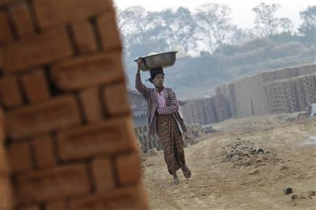 A vendor carries snacks on her head for sale near a brick kiln near Hlawga village, 35 km (22 miles) north of Yangon, January 18, 2013. REUTERS/Soe Zeya Tun