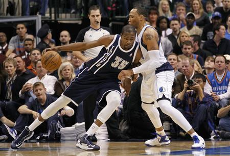 Oklahoma City Thunder forward Kevin Durant (L) dribbles as Dallas Mavericks forward Shawn Marion defends during the first half of their NBA basketball game in Dallas, Texas January 18, 2013. REUTERS/Mike Stone
