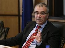 Le gouverneur de banque centrale chypriote, Panicos Demetriades. Chypre poursuit ses négociations avec l'Union européenne et le Fonds monétaire international sur le montant du plan de sauvetage de son secteur bancaire. /Photo prise le 30 novembre 2012/REUTERS/Andreas Manolis