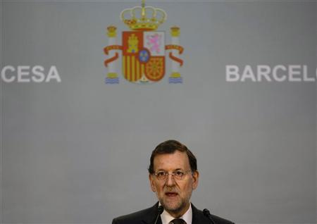 Spain's Prime Minister Mariano Rajoy speaks at Girona station during the inaugural trip of Spain's newest AVE high speed train service from Barcelona to Figueres near the French border January 8, 2013. REUTERS/Gustau Nacarino