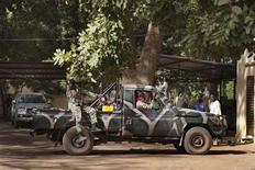 Malian soldiers drive in a pickup truck in Niono January 19, 2013. African leaders meeting in Ivory Coast on Saturday are expected to sign off on a regional mission that is due to take over from French forces fighting al Qaeda-linked militants in Mali, but is still short on financing and planning. REUTERS/Joe Penney (MALI - Tags: CIVIL UNREST POLITICS MILITARY CONFLICT)