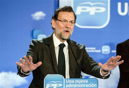 Spanish Prime Minister and ruling People's Party (Partido Popular) leader Mariano Rajoy gestures during the closing ceremony of an intermunicipal meeting in Almeria January 19, 2013. REUTERS/Francisco Bonilla