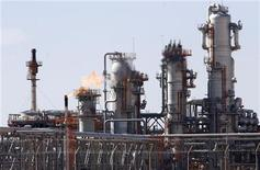 Fechamento de usina de gás em Amenas, na Argélia, pode causar um prejuízo estimado em 11 milhões de dólares por dia. Unidade foi invadida por combatentes ligados à al Qaeda há três dias. 14/12/2008 REUTERS/Zohra Bensemra