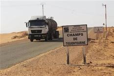"""Le ministère algérien de l'Intérieur a annoncé samedi que trente-deux membres du commando """"terroriste"""" responsable de la prise d'otages au complexe gazier de Tiguentourine, au Sahara algérien, ainsi que 23 otages avaient trouvé la mort. /Photo prise le 19 janvier 2013/REUTERS/Louafi Larbi"""