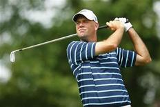 Stewart Cink of the U.S. watches his tee shot on the 13th hole during the second round of the Wells Fargo Championship PGA golf tournament in Charlotte, North Carolina in this file photo taken May 4, 2012. REUTERS/Chris Keane