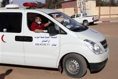 Parte dos feridos durante invasão à planta de gás na Argélia foram socorridos mas autoridades do país alertam que número de mortos vai subir. 18/01/2013 REUTERS/Ramzi Boudina