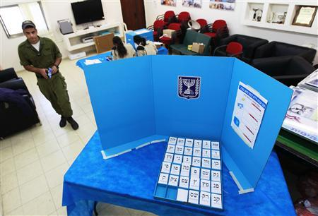 An Israeli soldier walks towards a booth to cast his ballot at a polling station in a navy base in the southern city of Ashdod January 20, 2013. REUTERS/Amir Cohen