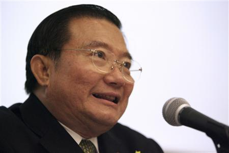 Thai Beverage's Chairman Charoen Sirivadhanabhakdi speaks during a news conference at the Singapore Exchange in Singapore in this May 30, 2006 file photo. REUTERS/Tim Chong/Files