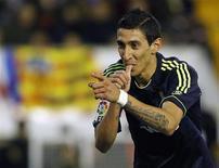 Angel Di Maria s'est fendu d'un doublé pour le Real Madrid dimanche soir sur la pelouse de Valence. Les Madrilènes, vainqueurs 5-0, ont livré l'un de leurs meilleurs matches de la saison et ont été récompensé par cinq buts en première période, dont des doublés signés du milieu de terrain argentin (34e, 45e) et de Cristiano Ronaldo (36e, 41e), plus une réalisation de Gonzalo Higuain (9e). /Phoot prise le 20 janvier 2013/REUTERS/Heino Kalis
