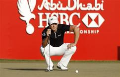 Jamie Donaldson of Wales lines up on the 18th green during the final round of the Abu Dhabi Golf Championship at the Abu Dhabi Golf Club January 20, 2013. REUTERS/Ahmed Jadallah