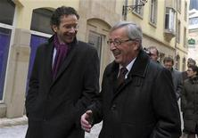 Luxembourg's Prime Minister and Eurogroup Chairman Jean-Claude Juncker (front R) talks to Netherlands' Finance Minister Jeroen Dijsselbloem in Luxembourg January 18, 2013. REUTERS/Laurent Dubrule