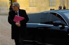 """Le secrétaire général de FO Jean-Claude Mailly, qui a refusé avec la CGT de signer l'accord sur la sécurisation de l'emploi, a appelé lundi les parlementaires à ne pas être des élus """"godillots"""" lors de l'examen du projet de loi. """"Les parlementaires doivent garder leur marge d'autonomie comme toujours, sinon on appelle ça des parlementaires godillots"""", a-t-il déclaré au micro de France Inter. /Photo prise le 18 janvier 2012/REUTERS/Philippe Wojazer"""