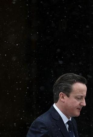 Britain's Prime Minister David Cameron leaves Number 10 Downing Street during snow fall in central London January 18, 2013. REUTERS/Stefan Wermuth (BRITAIN - Tags: POLITICS)