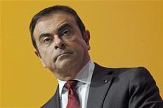 Le numéro un de la CFDT accuse le PDG de Renault Carlos Ghosn de privilégier le partenaire japonais Nissan à l'heure où la direction du constructeur automobile français prévoit de supprimer 7.500 emplois en France d'ici 2016. /Photo prise le 16 février 2012/REUTERS/Jacky Naegelen