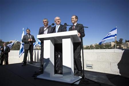 Israel's Prime Minister Benjamin Netanyahu (C) stands with Jerusalem Mayor Nir Barkat (R) and Communications Minister Moshe Kahlon outside the Menachem Begin Heritage Center in Jerusalem January 21, 2013. REUTERS/Baz Ratner