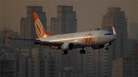 Gol cortou oferta de assentos e aumentou preços de passagens em dezembro como parte de estratégia para aumentar rentabilidade. 11/07/2011 REUTERS/Nacho Doce