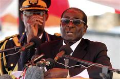 Zimbabwean President Robert Mugabe gestures as he addresses mourners gathered for the burial of Vice-President John Nkomo at National Heroes Acre in Harare January 21, 2013. Zimbabwean Vice-President Nkomo died last Thursday after treatment for cancer in South Africa. REUTERS/Philimon Bulawayo