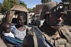 Soldados franceses entraram na cidade de Diabaly e não encontraram resistência de militantes islâmicos. 21/01/2013 REUTERS/Joe Penney