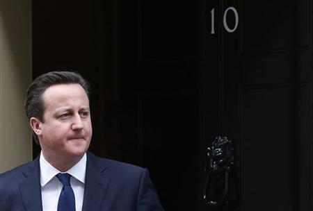 Britain's Prime Minister David Cameron stands on the steps of 10 Downing Street while waiting for Estonia's Prime Minister Andrus Ansip to arrive, in London January 21, 2013. REUTERS/Suzanne Plunkett