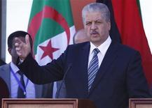 Imagen de archivo del primer ministro de Argelia, Abdelmalek Sellal, durante una conferencia de prensa en Ghadames, Libia, ene 12 2013. Un hombre canadiense coordinó el ataque lanzado por islamistas contra una instalación de gas situada en el desierto del Sahara, dijo el lunes el primer ministro de Argelia, Abdelmalek Sellal. REUTERS/Ismail Zitouny