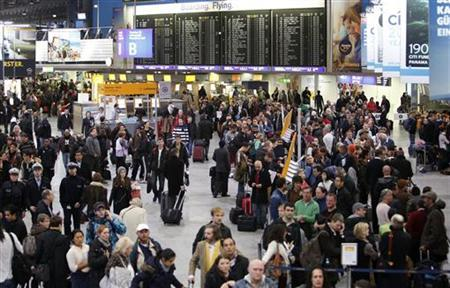A general view of the departure area at the Fraport airport in Frankfurt January 21, 2013. Several flights were on delay and cancelled due to heavy weather conditions. REUTERS/Lisi Niesner (GERMANY - Tags: TRANSPORT)