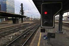 Gare de Bruxelles-Midi. L'opérateur belge des chemins de fer a donné trois mois au constructeur ferroviaire italien AnsaldoBreda pour régler une série de problèmes qui ont affecté le nouveau train à grande vitesse qui relie Amsterdam à Bruxelles. /Photo d'archives/REUTERS/Yves Herman